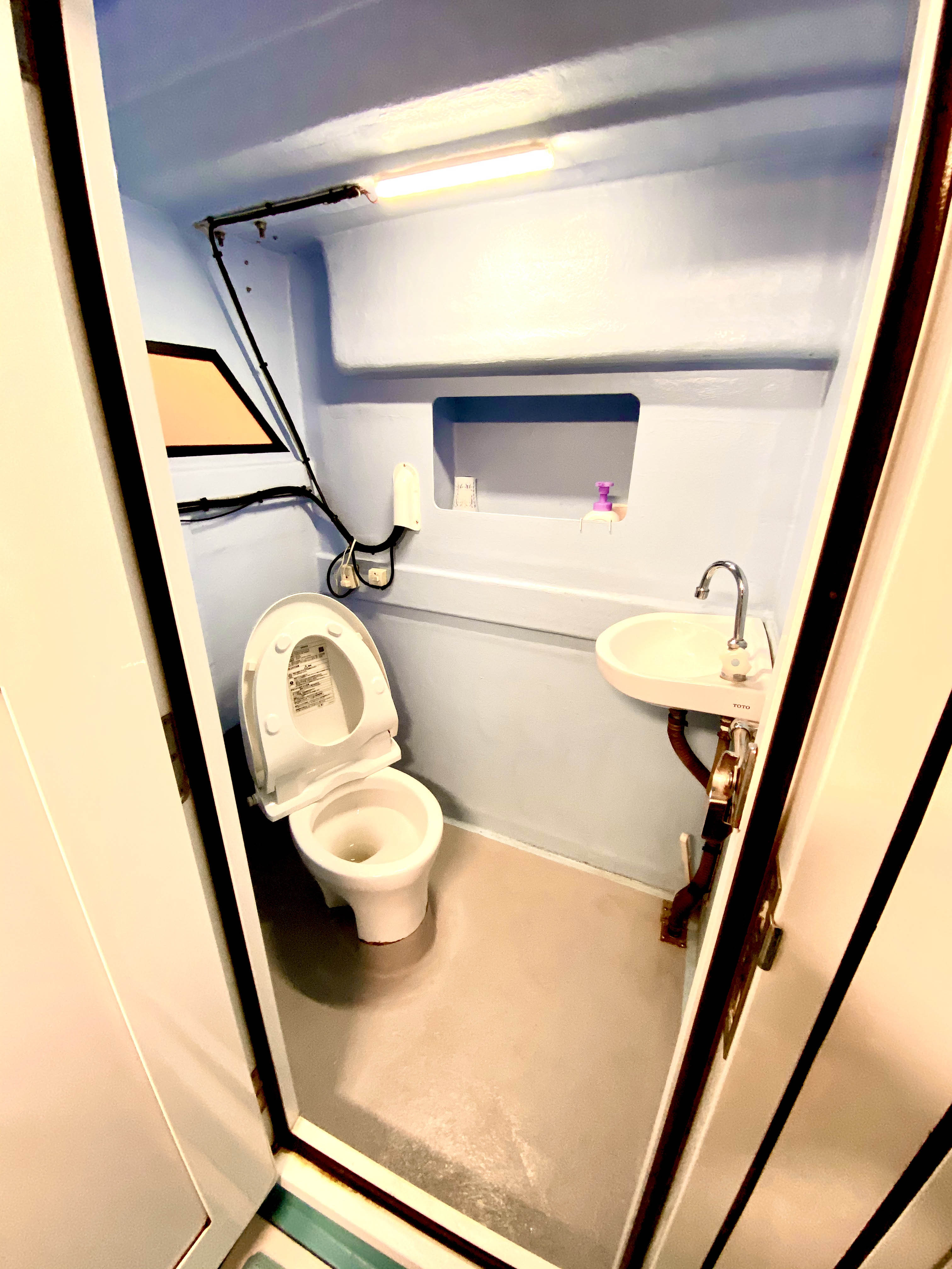 臼井丸のトイレ.jpg